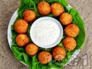 Рецепта Пържени панирани топчета / хапки от краве и крема сирене в яйца, брашно и галета